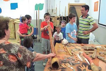 Éxito de participación en el taller prehistórico que organizó la Asociación Dictel