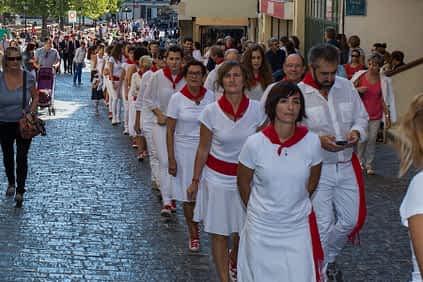 larraiza-50-aniversario-con-homenaje-a-la-jota-vieja-calle-mayor-6