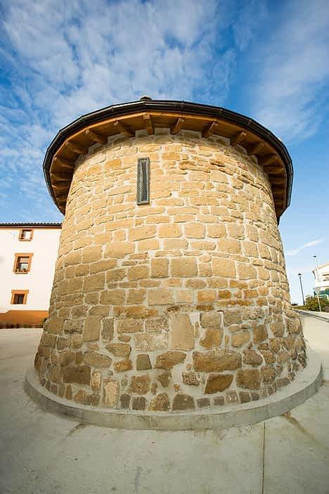 Rehabilitada, la ermita de San Román, en la calle San Veremundo, en el casco antiguo del pueblo