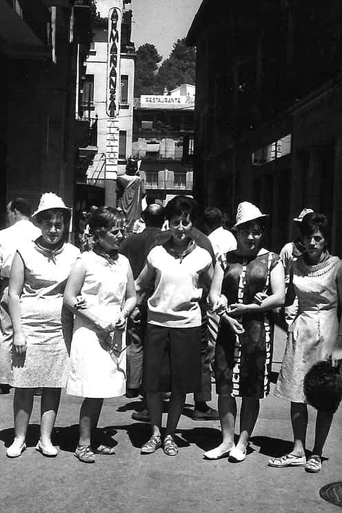 28. 1963. Angelines, Carmen, Mª Carmen, Sara y Mª José.