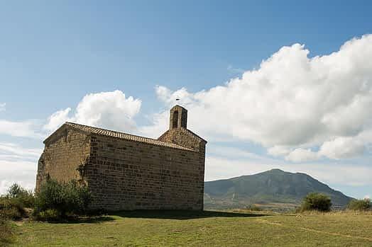 Ermita de San Miguel, ubicada en el camino de Santiago entre Villatuerta y Estella