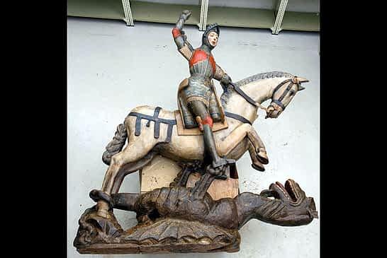 La imagen de San Jorge de Estella recupera su estado original
