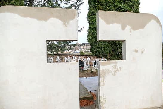 El cementerio de Arróniz brilla, gracias al trabajo conjunto