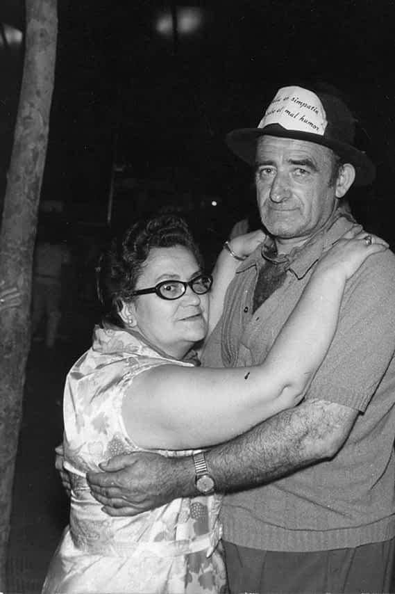 El matrimonio formado por María Lacarra y Francisco Isaba ('Paco El Barrendero'), bailando.