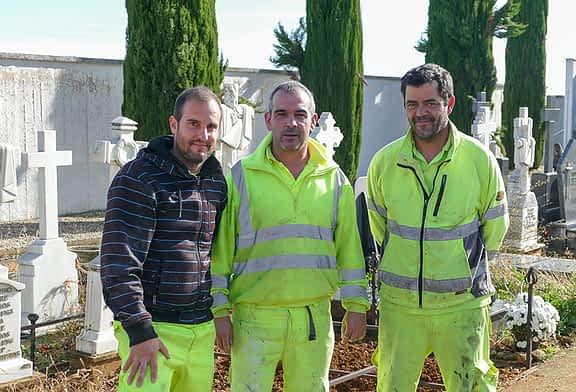 La brigada de servicios múltiples acondiciona los dos cementerios