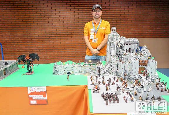"""'LOCOS POR ...' - LAS CONSTRUCCIONES LEGO - JAVIER CAMPO - """"Es una afición muy divertida.  A mí me relaja"""""""