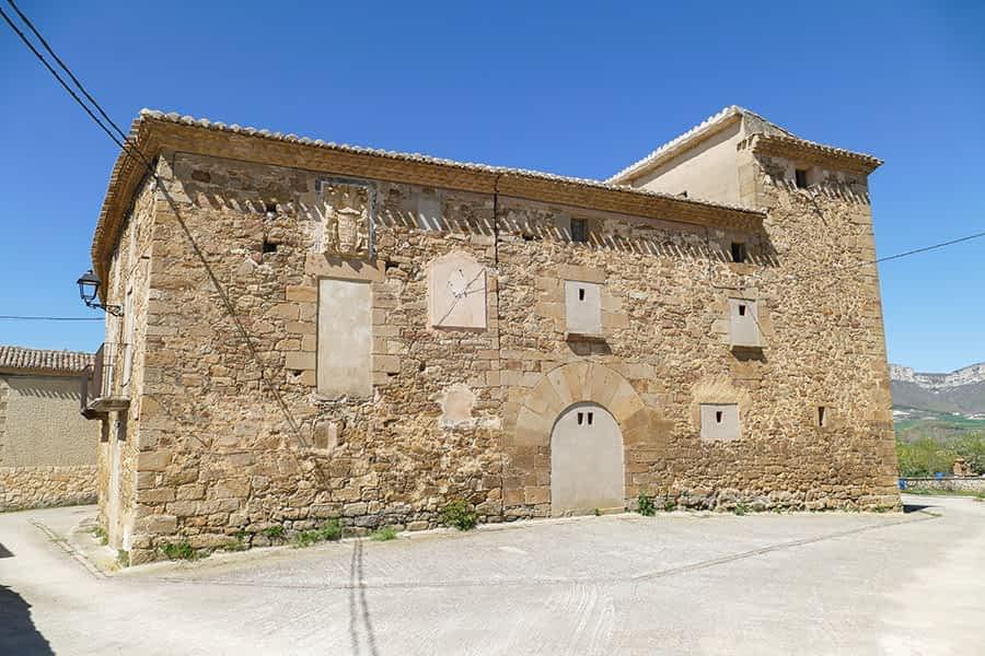 Casa blasonada del siglo XVI. Escudo del siglo XVIII.