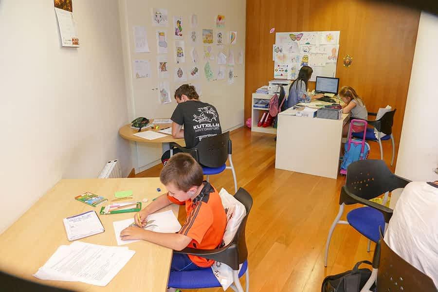 Varios alumnos en una de las aulas de CEE Borja en Estella.