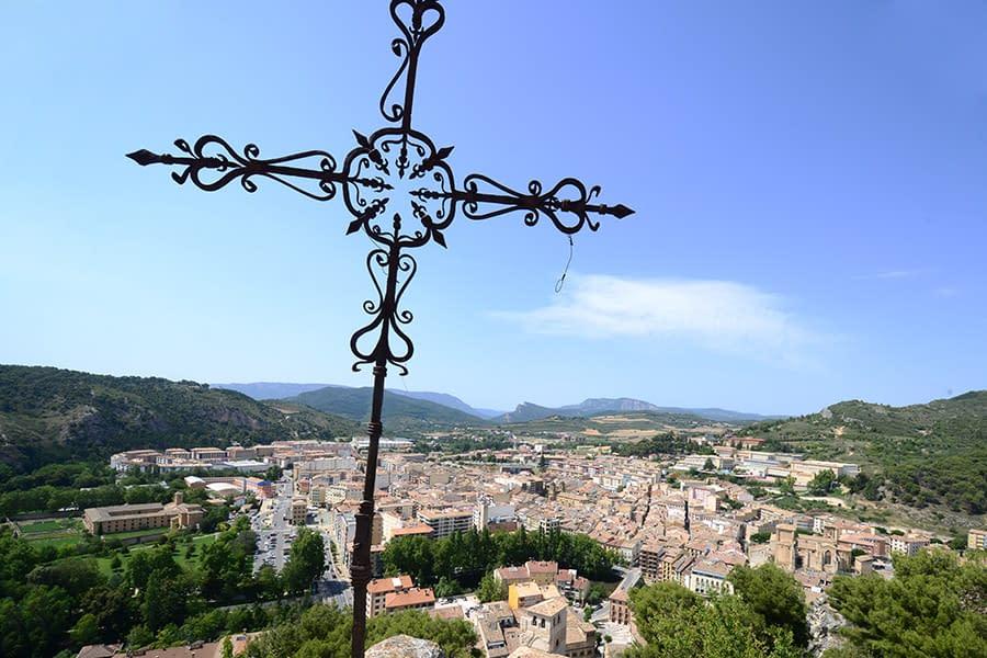 Cruz de los Castillos, ubicada sobre los restos del Castillo Mayor de Estella.