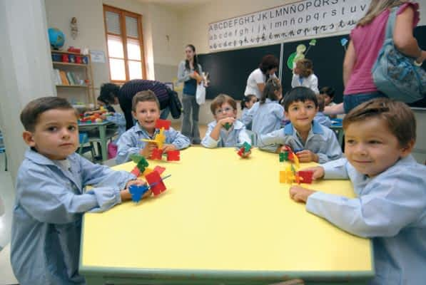 Los colegios abrieron sus puertas a la primera tanda de alumnos