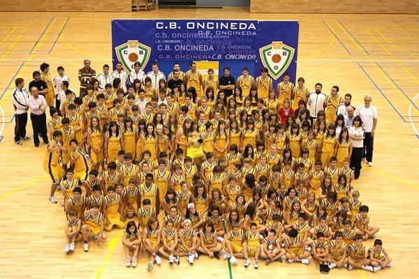 Diecisiete equipos representan al baloncesto estellés