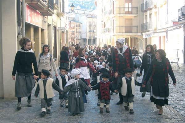 Las calles se animaron con los cantos a Santa Águeda