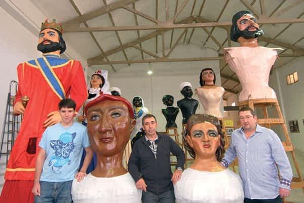 La Comparsa restaura los gigantes de 1947 Andrés y María Puy