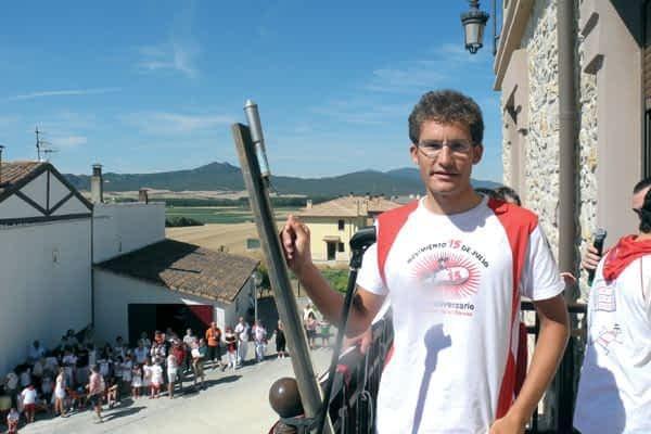 Murieta reconoció a su ciclista Guillermo Lana con el honor  de tirar el cohete