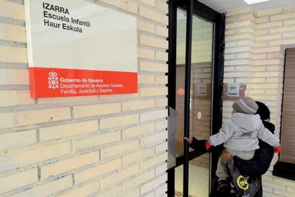 Dos mil firmas contra el cierre de la Escuela Infantil Izarra