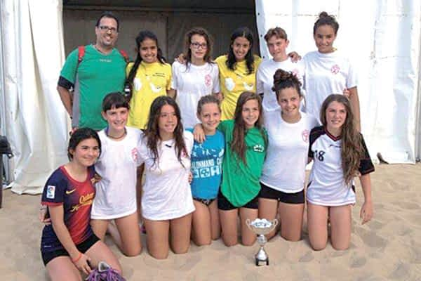 El Infantil Femenino 'B' de BM. Lizarreria se proclamó campeón del Torneo de Plentzia