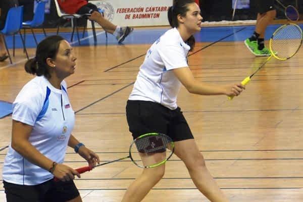 Triunfo de Nelly Iriberri y Patricia Pérez en dobles femenino de bádminton