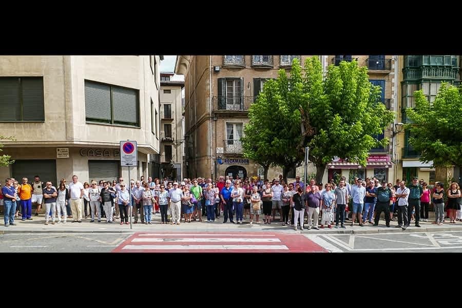 Estella se concentra en contra de los atentados de Barcelona y Cambrils