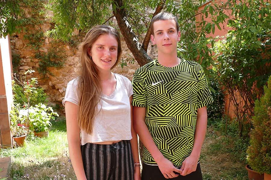 """DE PASO POR ESTELLA – Uma Cladellas y Guillem Castells – """"Es una buena manera de hacer amistades, de conocer diferentes culturas y pueblos"""""""