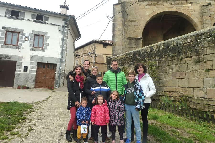 Tres familias con niños llenan de vida  esta localidad de 60 habitantes