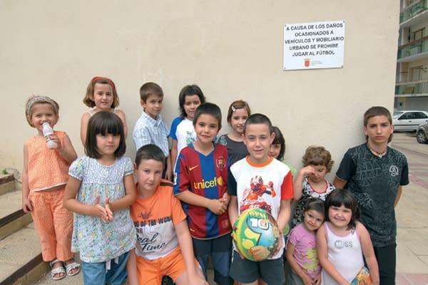 Prohibido jugar en la calle Miguel de Eguía