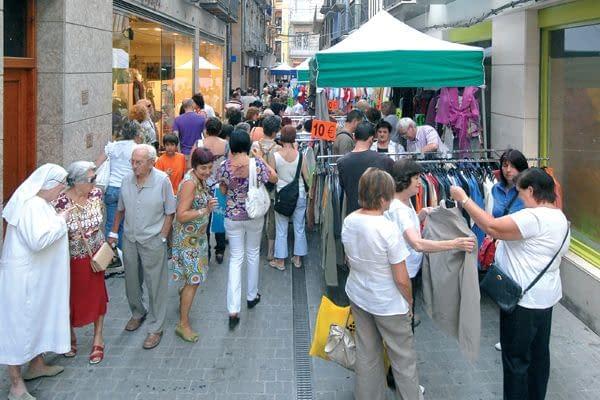 Género actual y artículos del pasado tomaron las calles de Estella
