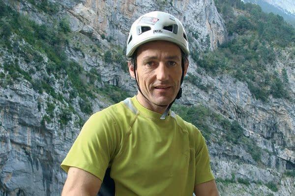Conferencia del montañero Mikel Zabalza en el club montañero Estella