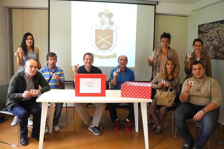 Ordoiz elabora 500 manos rojas para el Ayuntamiento de Ayegui