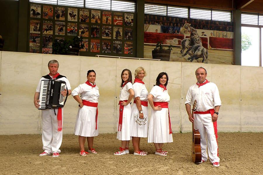 El grupo de jotas 'Acordes Navarros' publica su primer disco