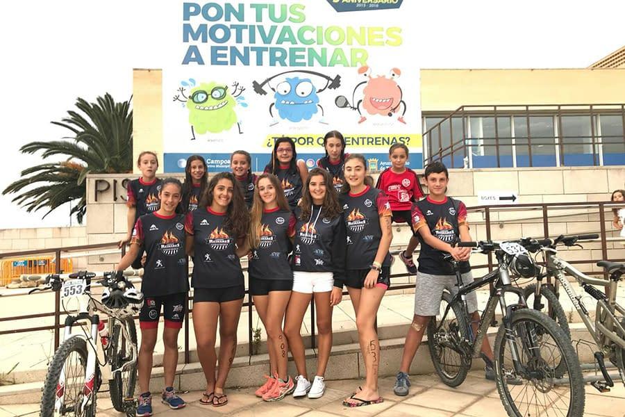Las triatletas Alba Escobar y Jenny López-Roso, campeonas juvenil e Infantil, respectivamente, en los JDN