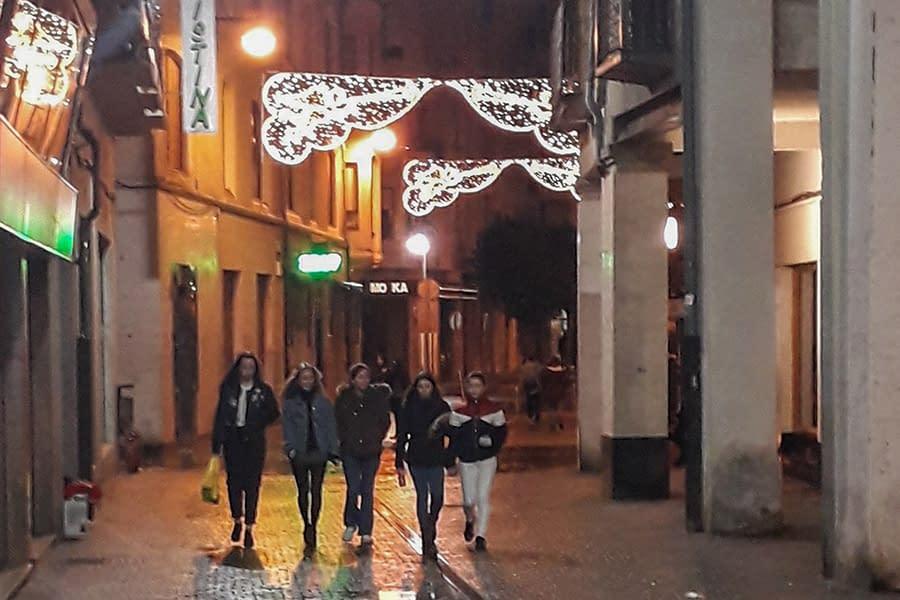 32 guirnaldas iluminan la Navidad en Estella